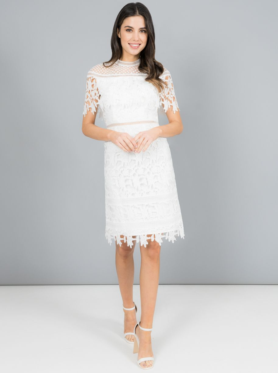 20 Gorgeous White Dresses Perfect For Your Hen Party Weddingsonline Hen Party Dress White Dresses Uk Dresses