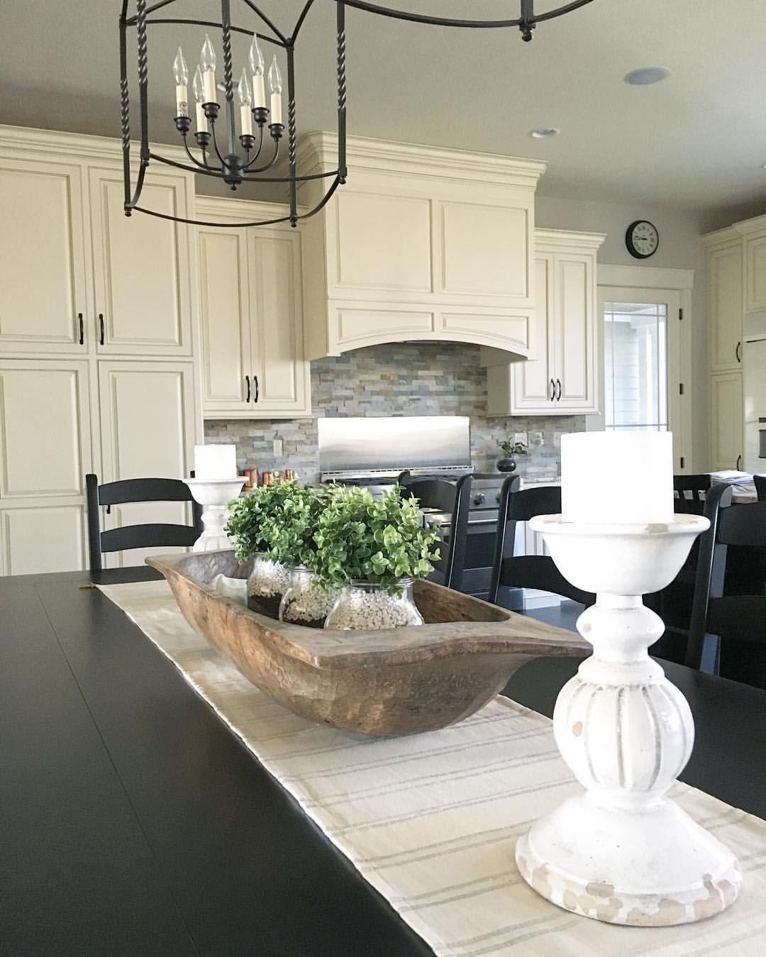 Use White Aquarium Gravel As Inexpensive Vase Filler