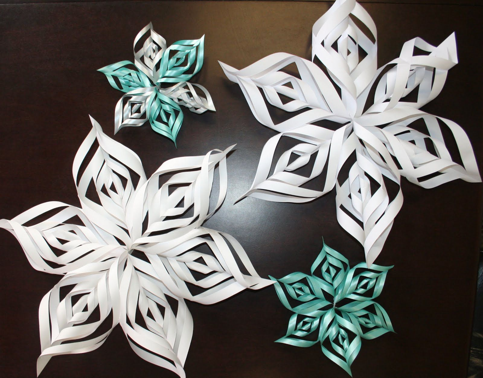 3-D Snowflake Pattern ~ these are so easy to make! We have used the ...