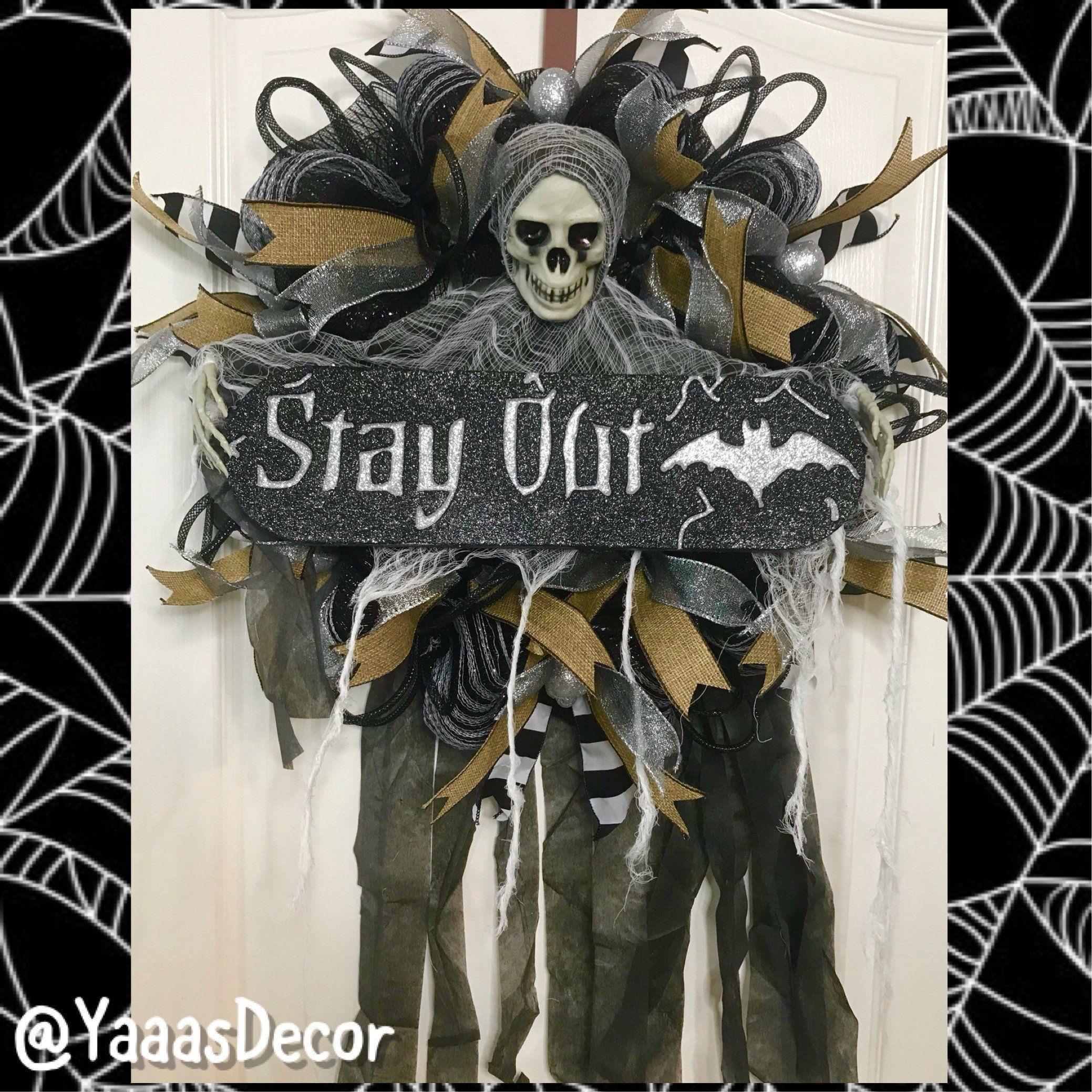 Scary Halloween Wreath Skeleton Decoration Creepy Decor