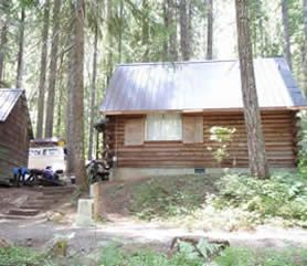 Superbe Clear Lake Resort, Headwaters Of The McKenzie River, Boasts Year Round Cabin  Rentals, Fishing, And Snowy Winters.
