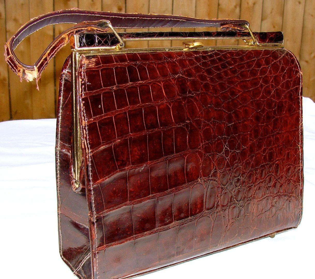 718784aab2de  45 Vintage Alligator Purse 1950s 1940s Genuine Alligator Mid Century  Vintage Handbag by undercoverPOPULAR on Etsy
