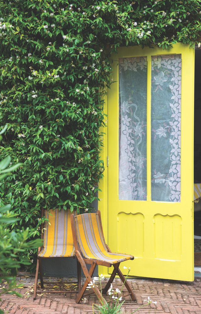 These Smashing Backyard Ideas Are Hot And Happening: Bring In Spring With These Hot New Paint Colors