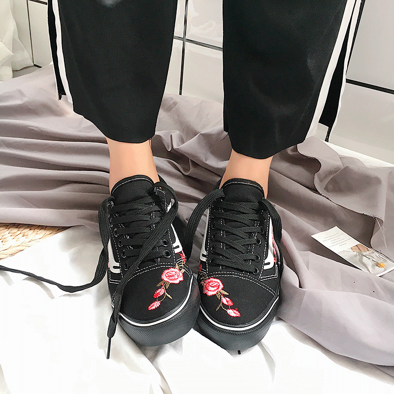 itGirl Shop ROSE EMBROIDERY SPORTISH LINE FLAT CASUAL SNEAKERS Aesthetic  Apparel, Tumblr Clothes, Soft