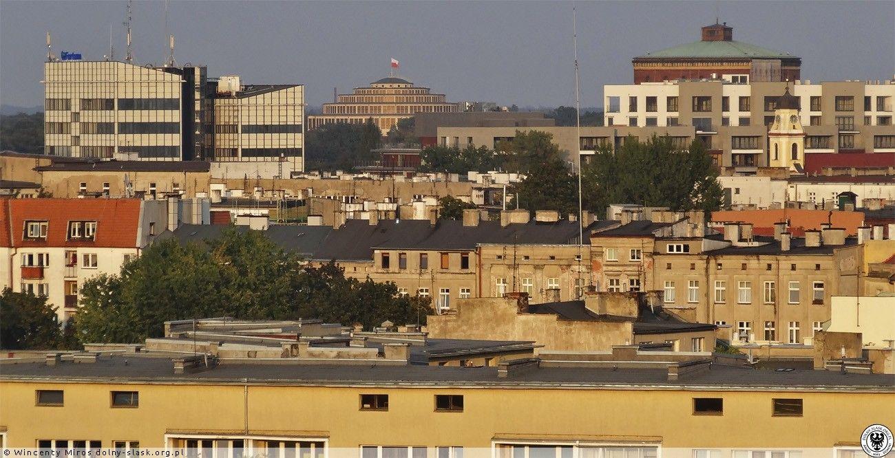 Panorama z dachu Renomy w kierunku Hali Stulecia.