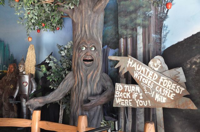The haunted forest wizard of oz haunted forest for Haunted woods ideas