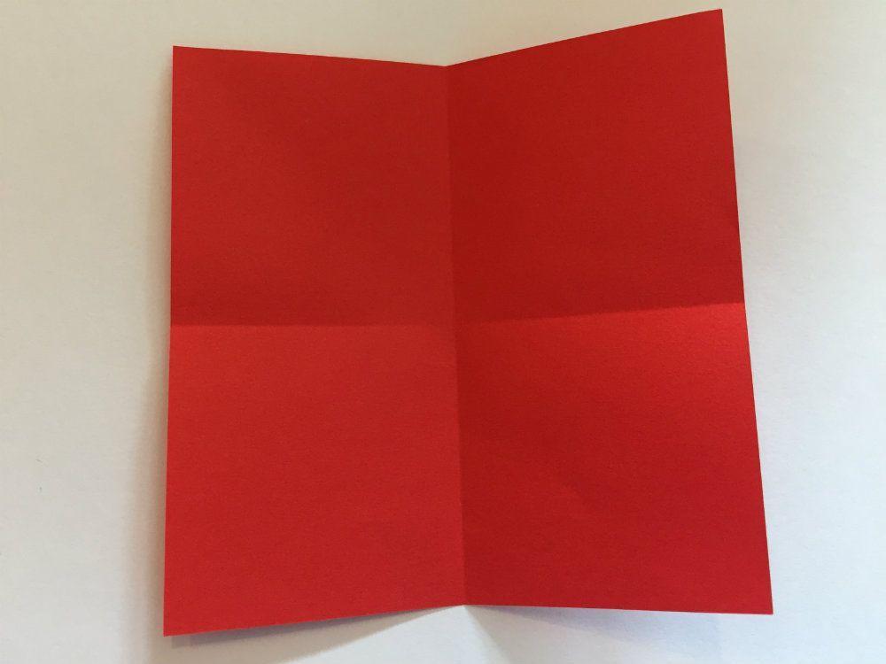 3D-Sterne basteln mit Kindern aus Papier: Anleitung #weihnachtsbastelnmitkindern Anleitung zum Sterne basteln aus Papier in 3D mit Kindern ab 4 Jahre. Das Falten schult die Feinmotorik der Kinder und ergibt schöne Weihnachtsgeschenke