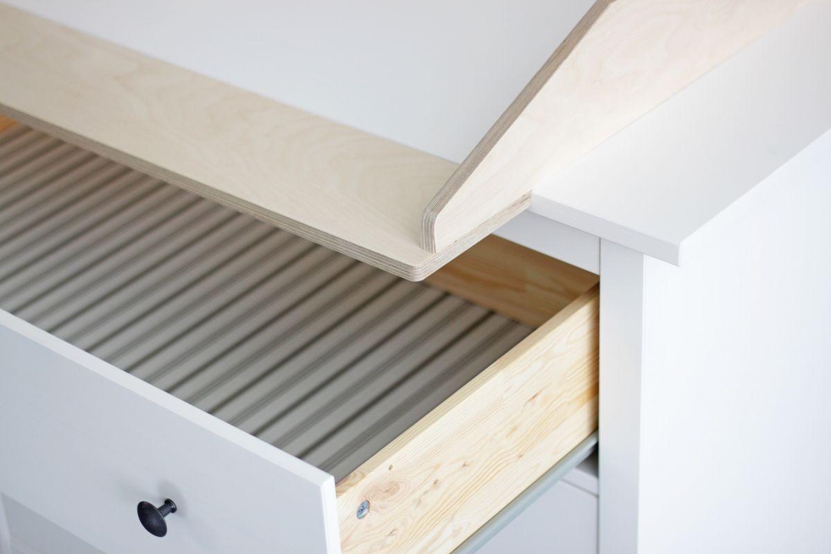Wickelaufsatz auf Hemnes Kommode mit geöffneter Schublade | IKEA ...