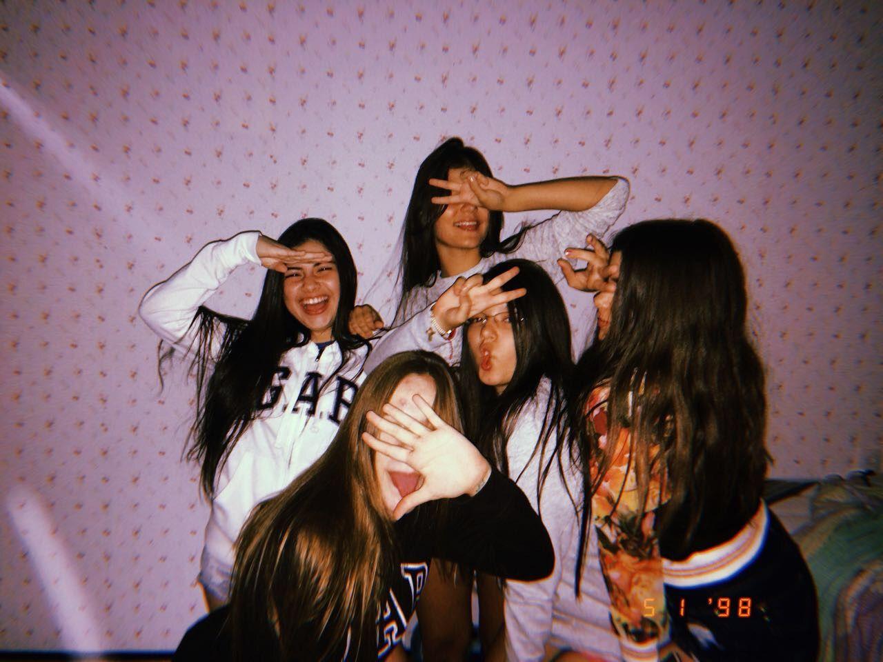 окружён фото компания друзей без лица нас