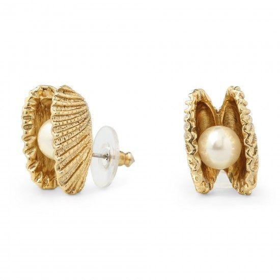 C. Wonder Seashell Pearl Stud Earrings