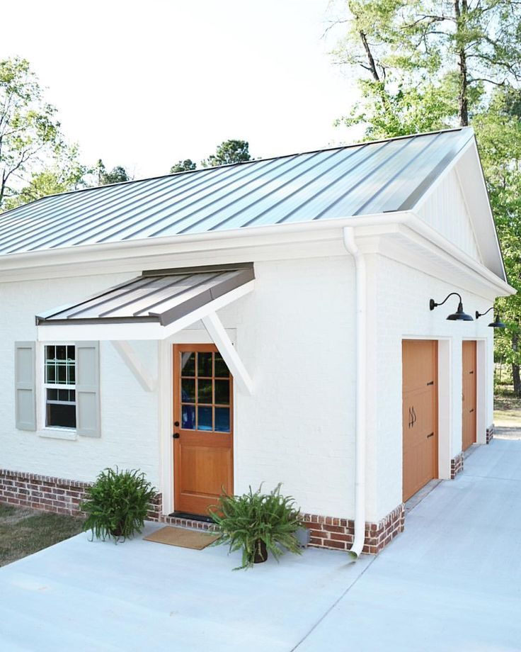 Best White Transitional Farmhouse Garage With Metal Roof Wood 400 x 300