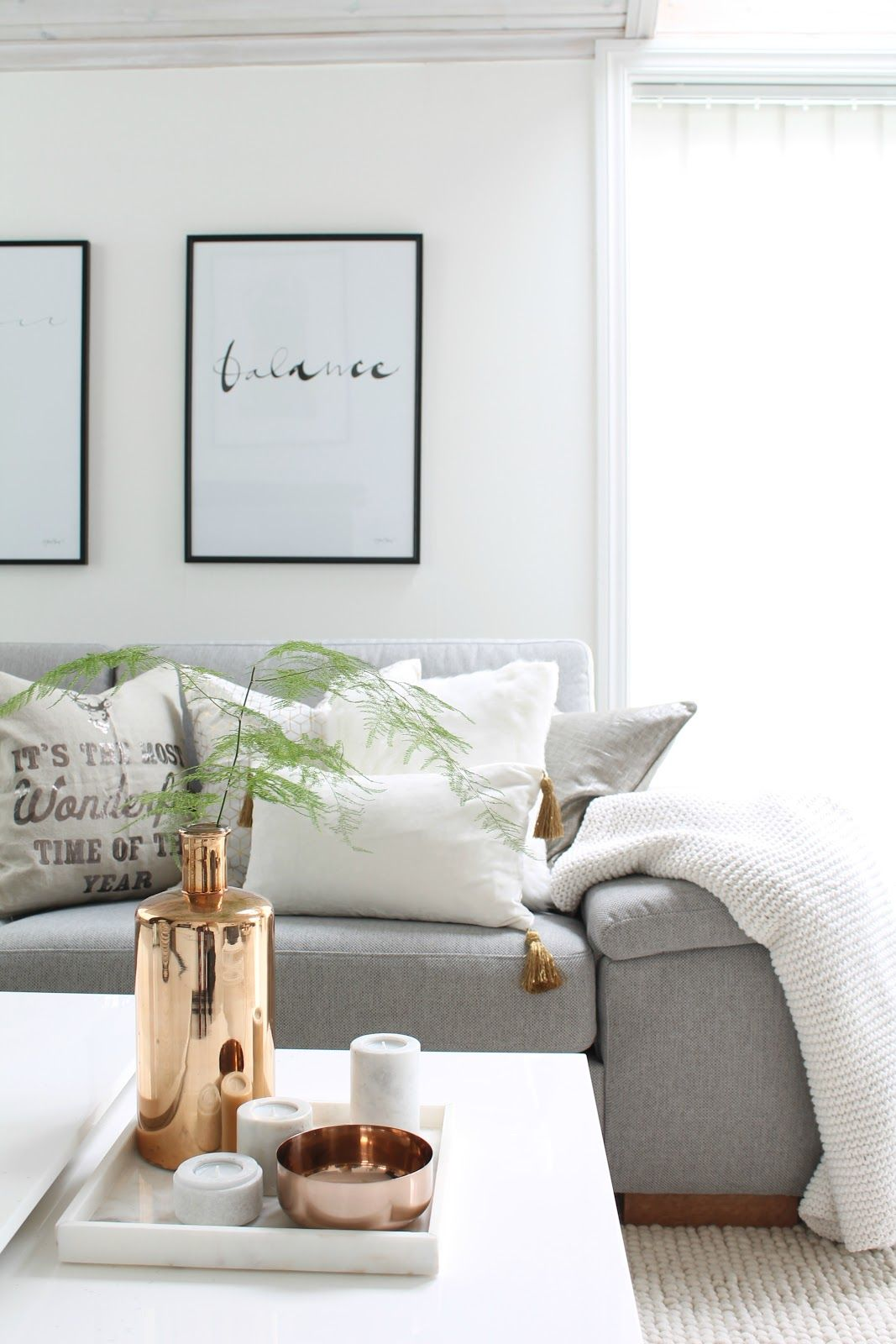 greywhite and copper bank sofa wood interior interiorinspiration hall pastel wooninspiratie interieur - Banksofa