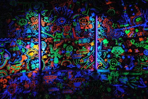 BLACKLIGHT PAINT | Neon painting, Graffiti wall, Street ...