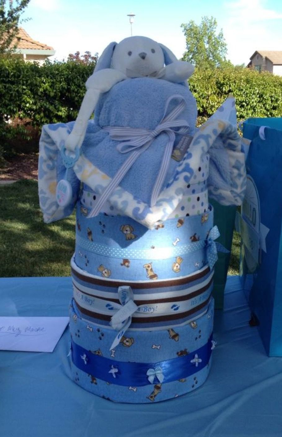 how many diapers to make a small diaper cake