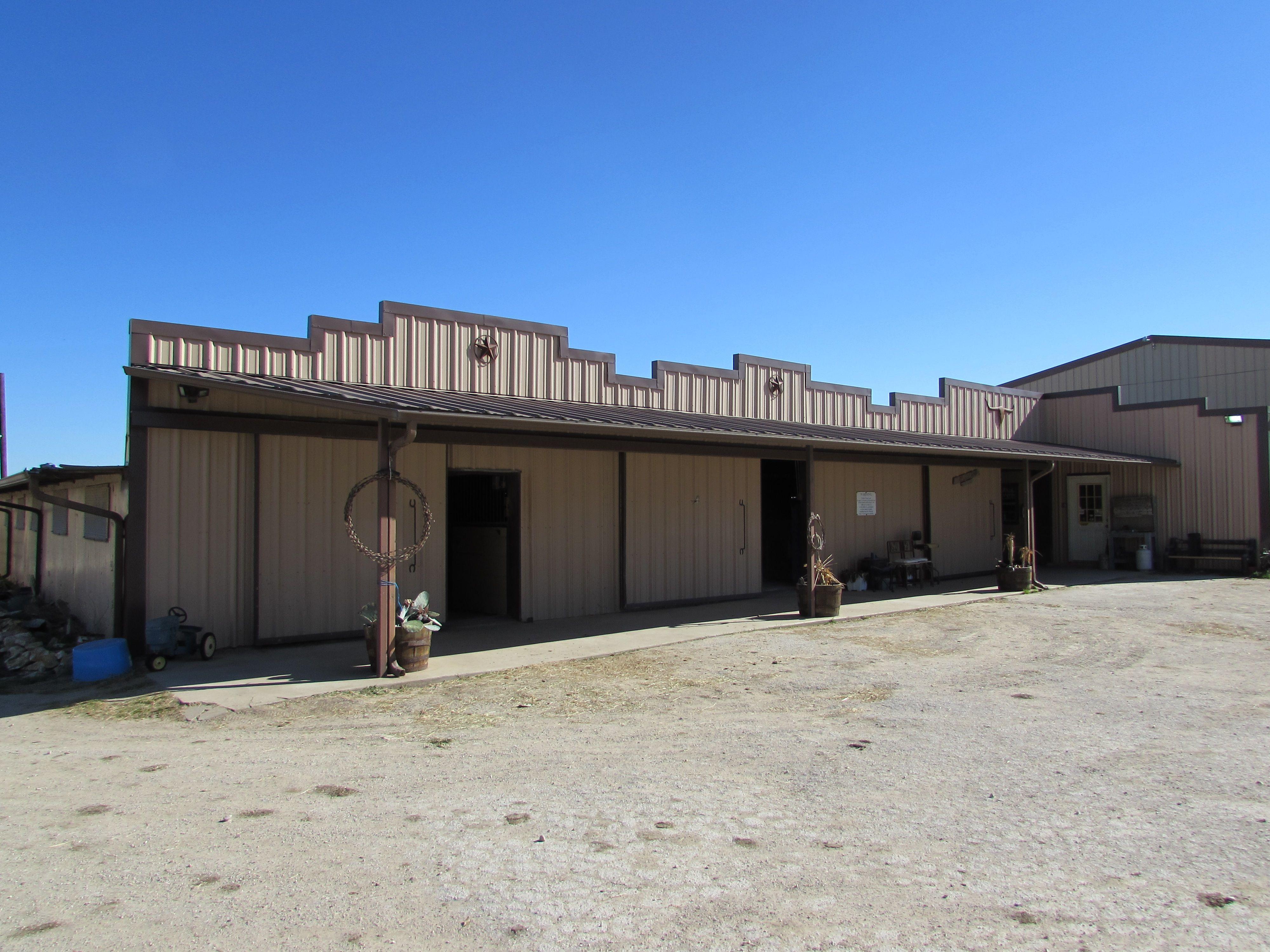 35 horse stalls 12 mare stalls shaving bin barn covered