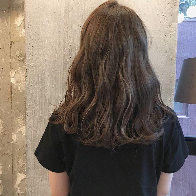 骨格ウェーブさんに似合う髪型 特集 レングス別のおすすめヘアスタイルをご提案 Folk ヘアスタイル ロング 髪型 ウェーブ 髪型