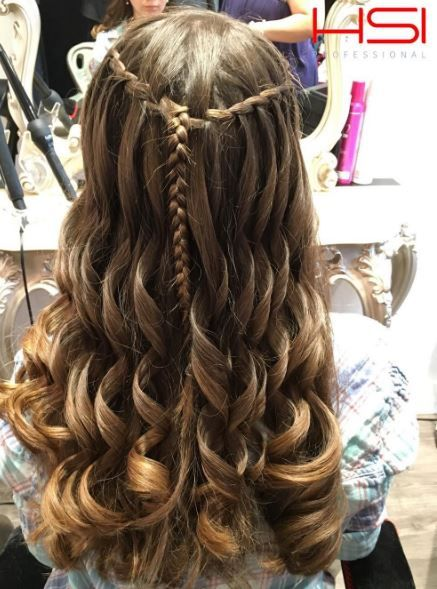 Recreate this look with the curling wand from HSI Professional