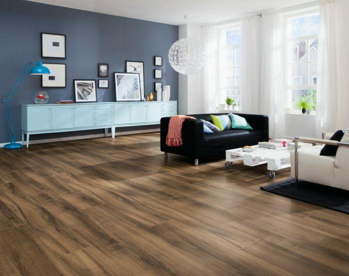 Design Bodenbelag Wohnzimmer Laminat Akzentwand Hellblaue Kommode