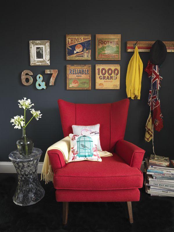 Le Rouge Est Une Couleur Vive Symbolise La Celebration Living Room Red Living Room Color Schemes Red Home Decor #red #furniture #in #living #room
