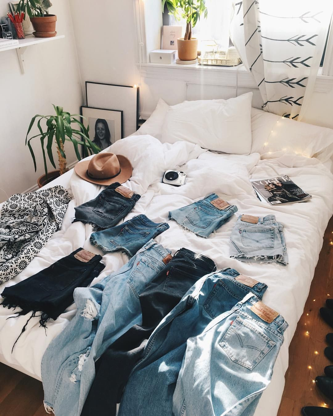 "4,054 tykkäystä, 32 kommenttia - Viktoria Dahlberg (@viktoria.dahlberg) Instagramissa: ""Denim overdose ✨Can't live without my Levi's ✨@urbanoutfitters #love #interior #uohome #uoonyou…"""