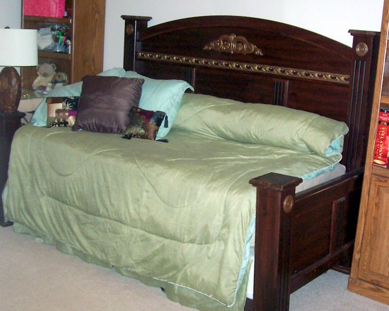 Upcycled A King Sized Headboard Footboard Into A Frame To Create A Daybed Split The Footboard In Half An Diy