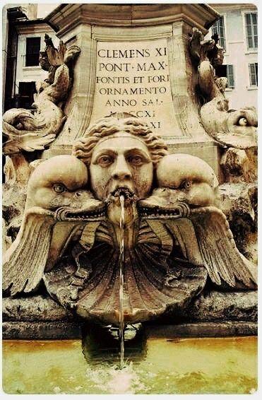 Fuente de la plaza de la Rotonda Roma Italia.