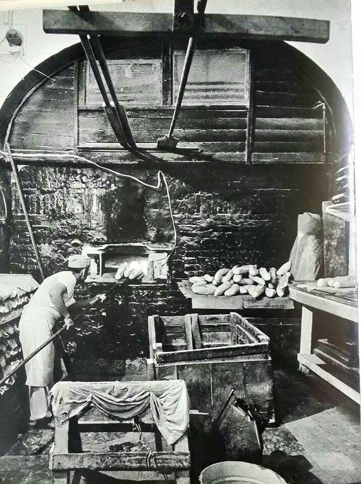 Foto no fechada de una antigua panaderia ubicada en el Viejo San Juan.