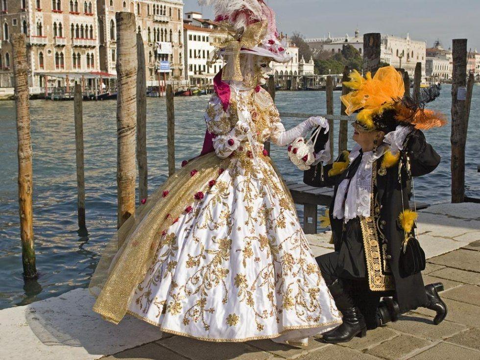 Carnaval De Venecia 157495 Jpg 980 735 Beautiful Costumes Fancy Dress Costumes Venetian Costumes
