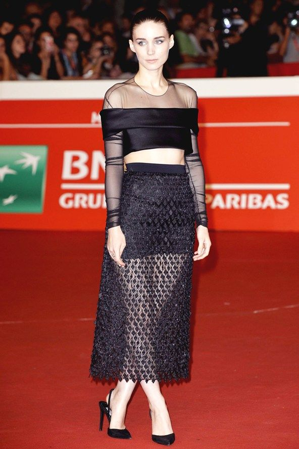 Rooney Mara wore a coordinating top and skirt from the Balenciaga spring/summer 2015 collection.