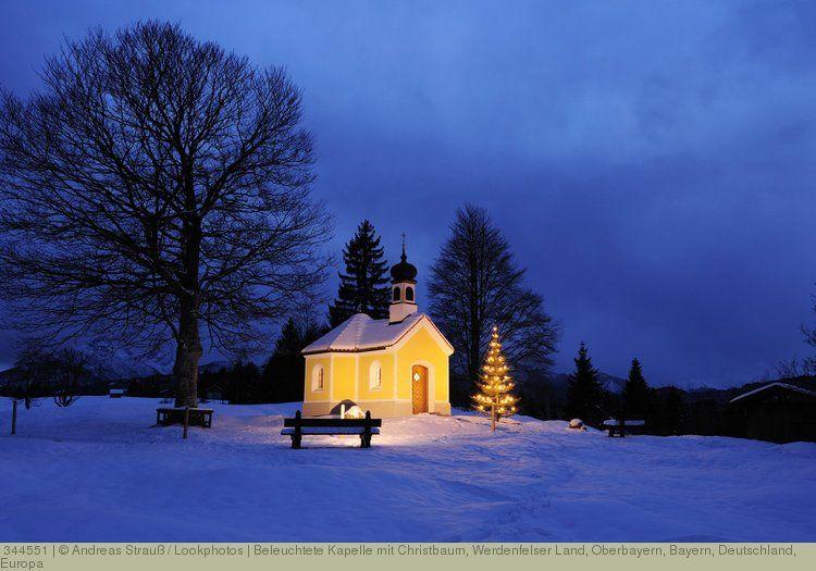 beleuchtete kapelle mit christbaum werdenfelser land. Black Bedroom Furniture Sets. Home Design Ideas