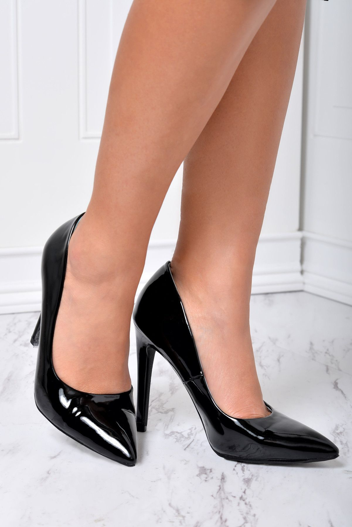 - Model is wearing size 6 - True to size - Open toe - Cushioned sole