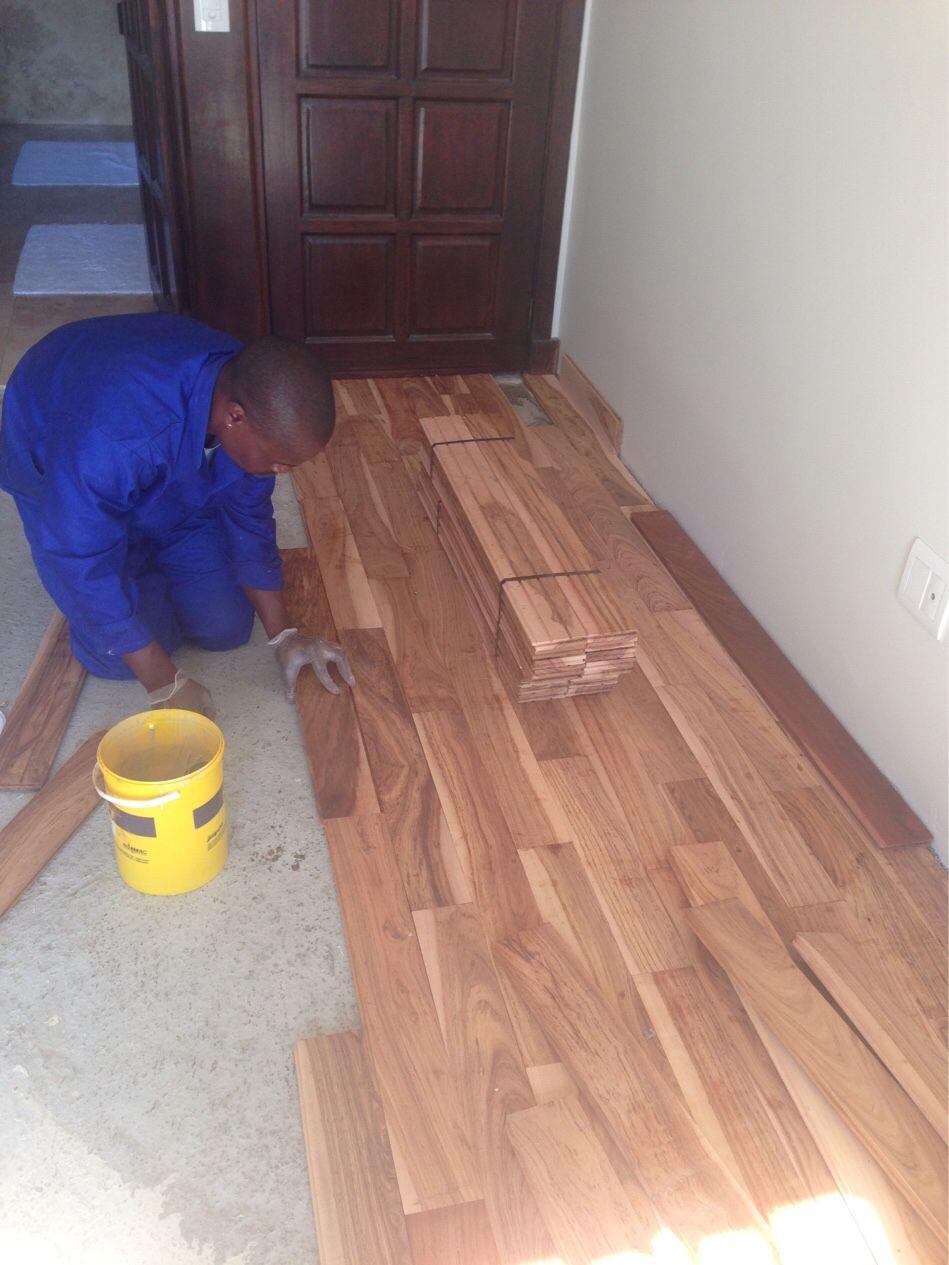 Installing flooring #Hardwood #Saligna #Hardwood #BlackVelvet Wearing gloves to protect the wood.