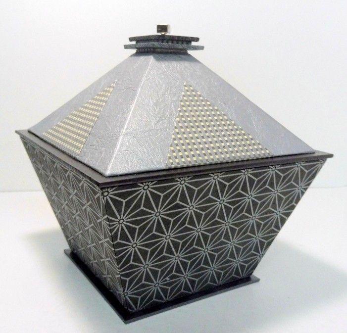 bo te pyramide fiche technique cr e par dany guichard pour adc cartoncadre fiches. Black Bedroom Furniture Sets. Home Design Ideas
