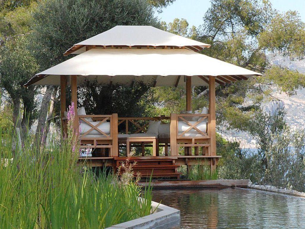 Coberti gazebo de madera con techo de lona bancos y mesa for Choza de jardin de madera techo plano