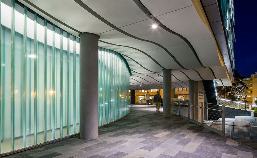 Project University Of San Francisco John Lo Schiavo S J Center For Science And Innovation Locatio With Images Glass Building Channel Glass University Of San Francisco