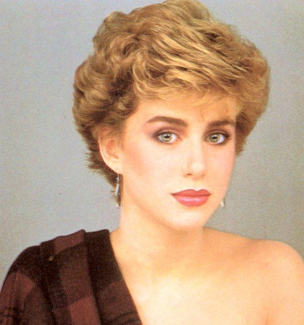 Short 1980s Hairstyle With Volume And Height Coupe 80 En 2019