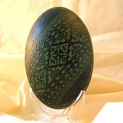 Etched emu egg! Gigantic green eggs are gorgeous ;)