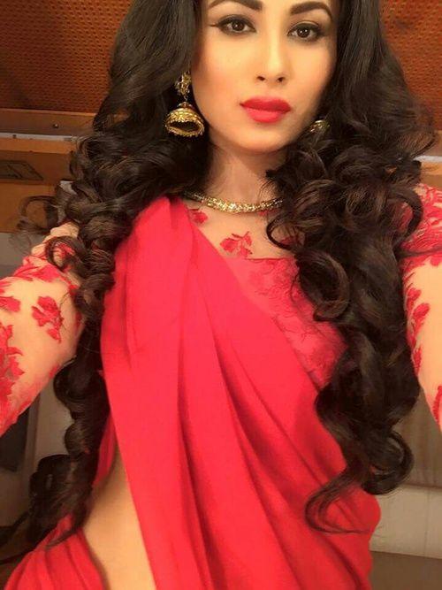 Mouni Roy | saree    in 2019 | Mouni roy dresses, Mauni roy