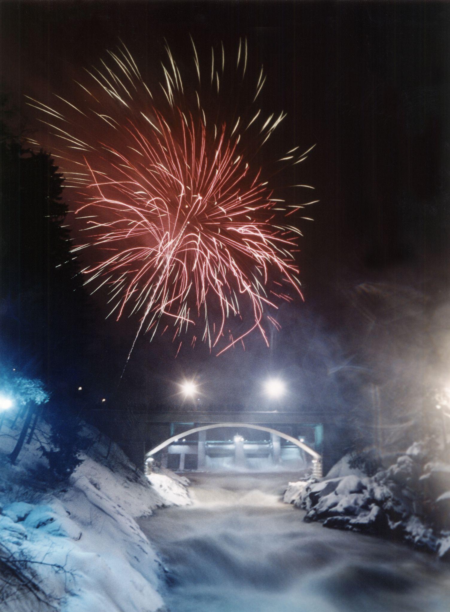 https://flic.kr/p/cAmU7s | Talvinen koskinäytös (Rapid Show during the winter) | Upeaa Imatrankoskea pääsee ihailemaan myös talvella! Uuden Vuoden huikean show'n voi kokea lumen ja pakkasen ympäröimänä.  Admire about the awesome Imatra Rapids also during the winter time. Experience the compination af snow, cold and light on the New Year's a huge show.  www.gosaimaa.com www.facebook.com/gosaimaa  Picture: goSaimaa.com/Mikko Nikkinen