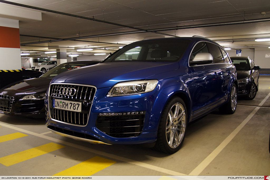 audi q7 in with special sepang blue paint by audi. Black Bedroom Furniture Sets. Home Design Ideas