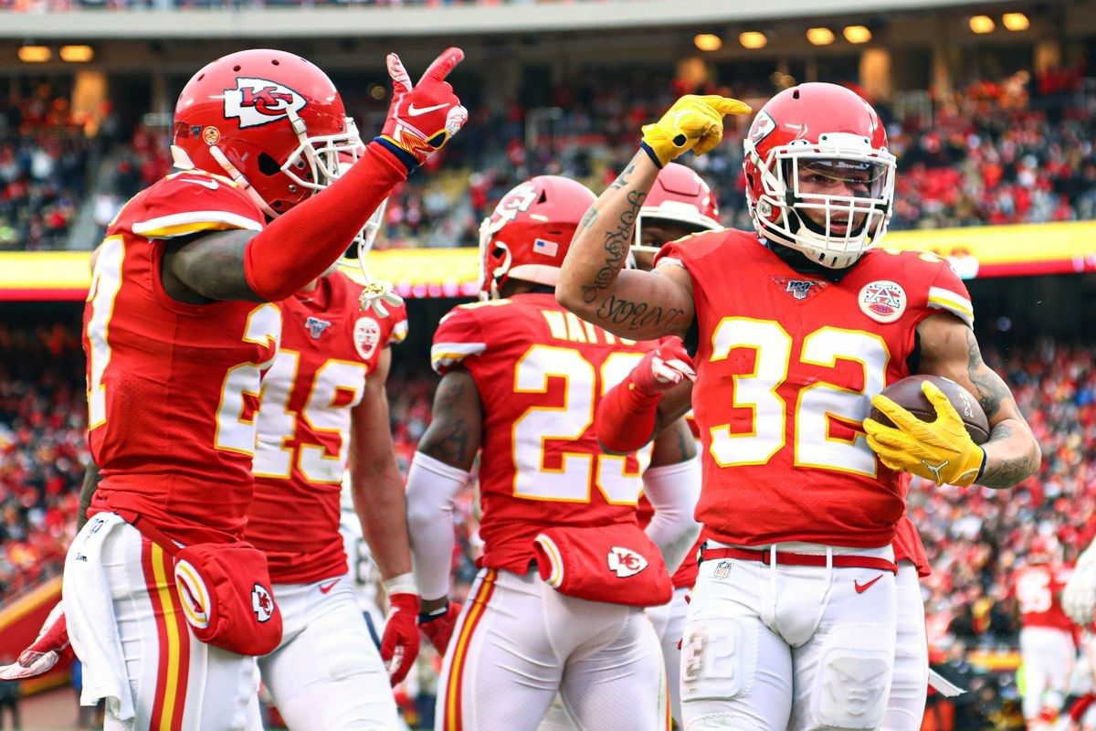 Final Score Chiefs Defeat Chargers 31 21 Clinch First Round Bye In 2020 Fb Cover Photos Team Coordinator Kansas City Chiefs