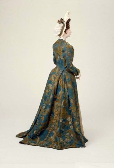 Venetian dress    MFA Boston    c. 1700