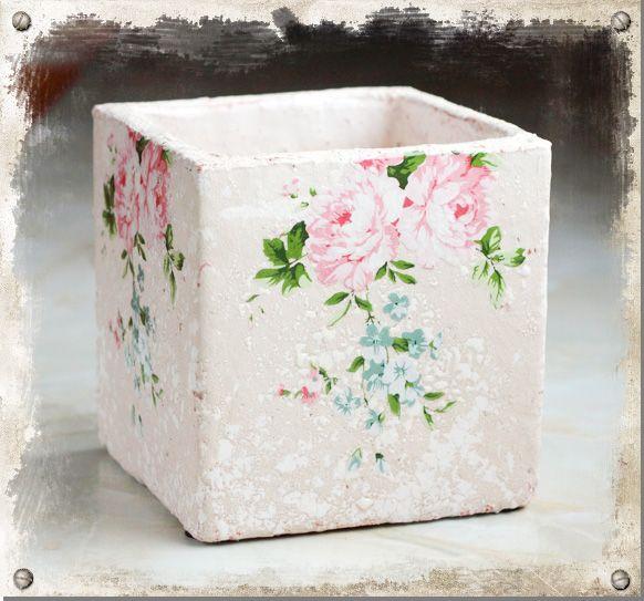 Fyrkantig kruka med rosor #pot #garden #roses #shabbychic