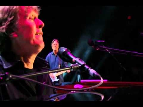 Eric Clapton and Steve Winwood Live From Madison Square Garden - Well Al...