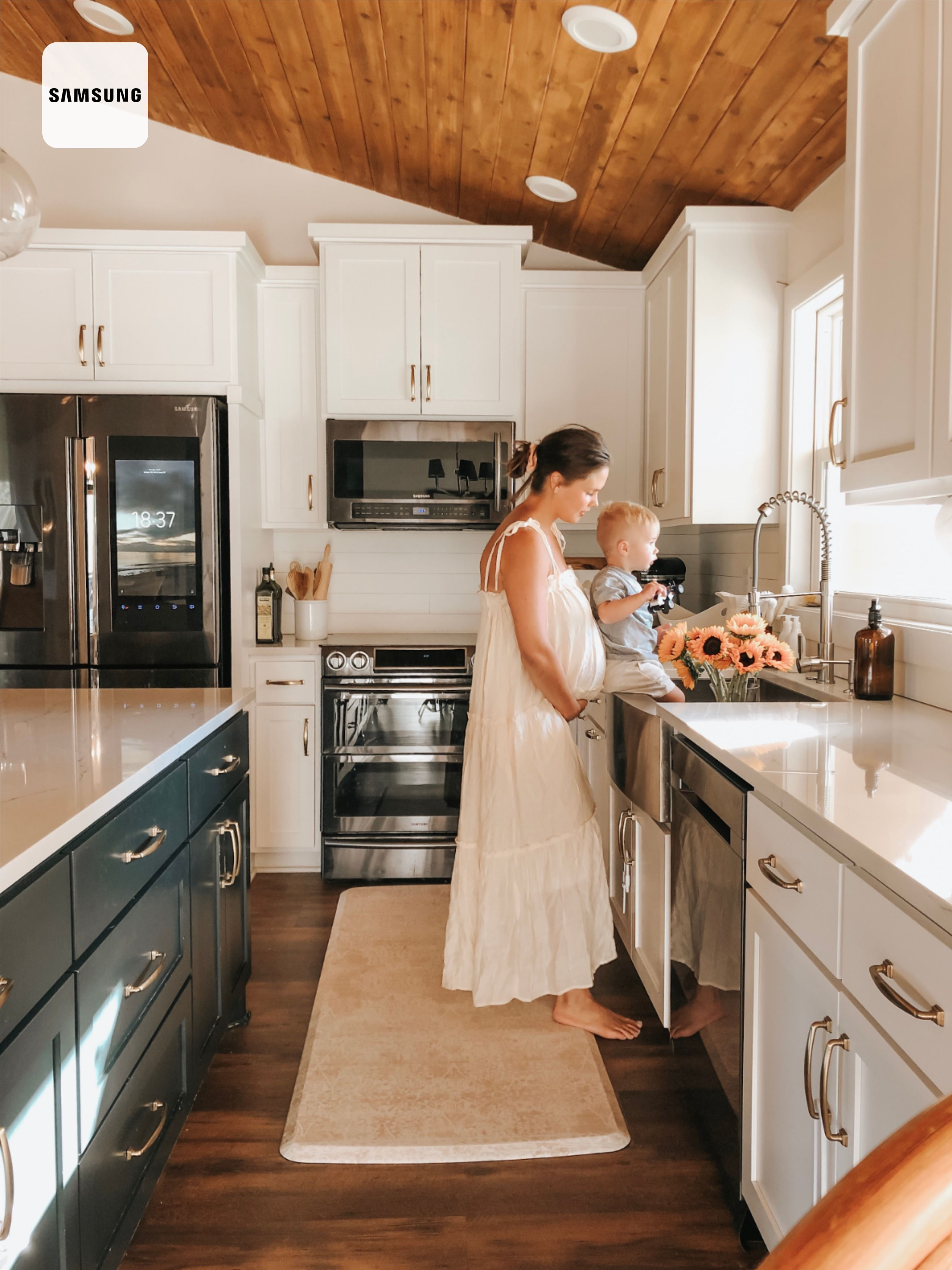 White and Green Kitchen in 2020 Green kitchen