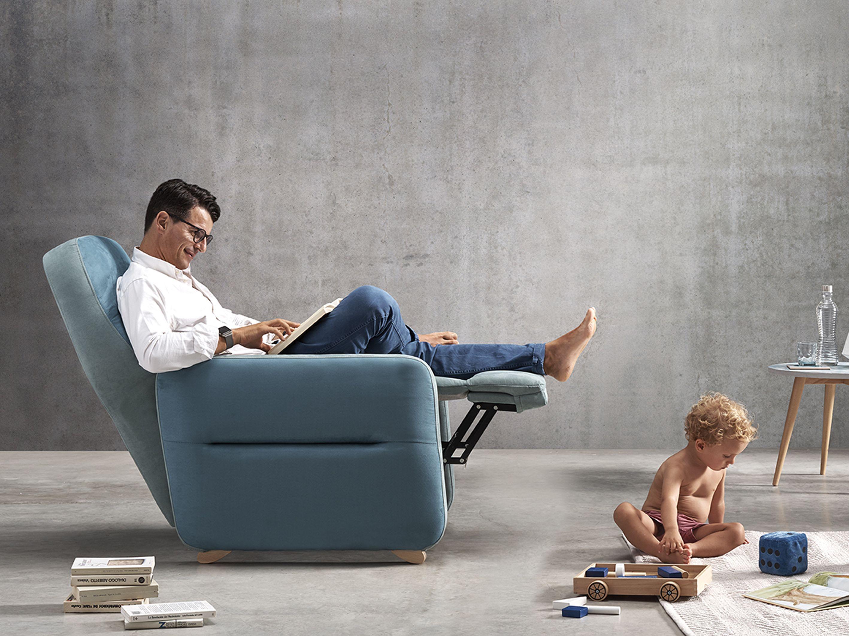 Sill n relax enzo de l neas puras y minimalistas patas for Sillon relax madera