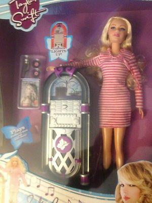 Taylor Swift Doll With Jukebox Plays Songs Picture To Burn