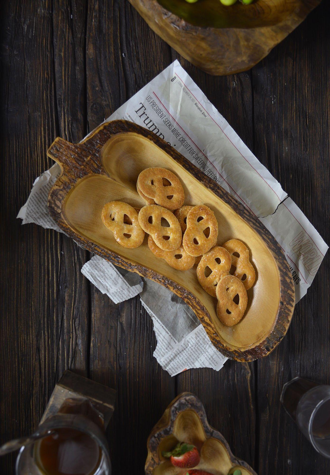 Pin By Deem Home On صواني خشب واوني منزلية Desserts Sugar Cookie Food