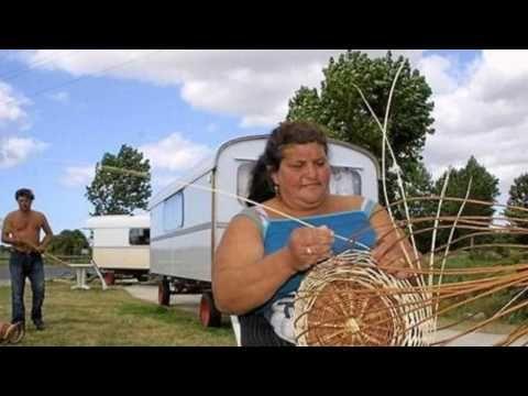 ▶ Jean FERRAT Les derniers tziganes - YouTube
