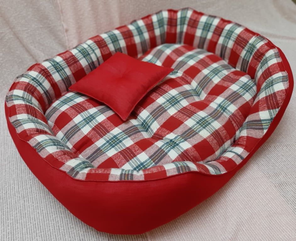 Handmade bed for medium size dogs, manually sewn and